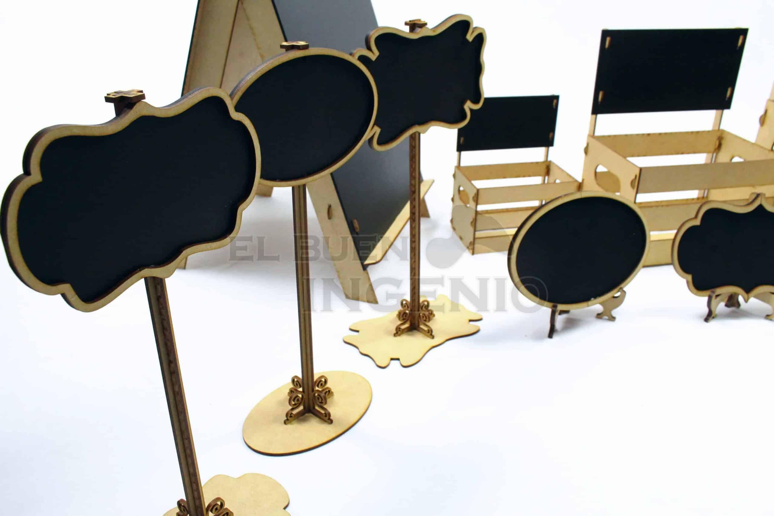 pizarrones altos en mesa de dulces pizarrones